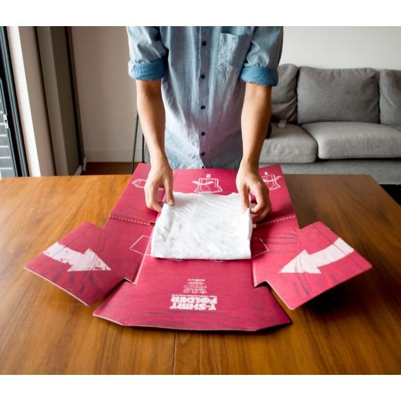 Plieur de t shirt en carton : le T-Shirt Folder by Suck UK en vente chez @bonjourbibiche