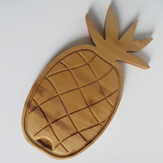 """Planche à découper bois """"Ananas"""" by Overion, copyright @bonjourbibiche"""