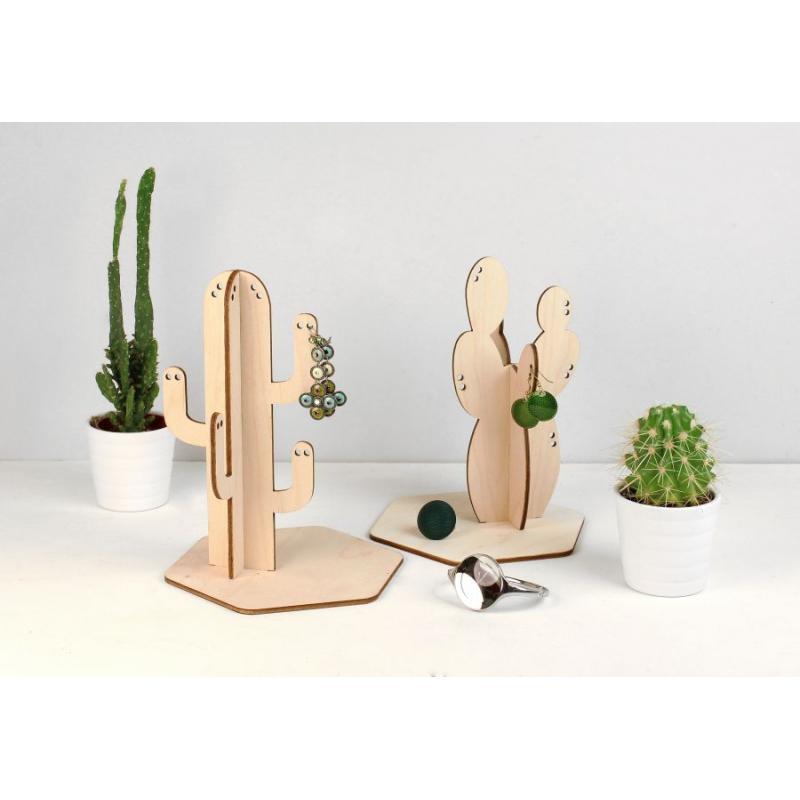 pr sentoir boucles d 39 oreilles bois reine m re design. Black Bedroom Furniture Sets. Home Design Ideas