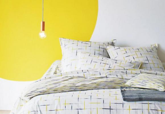 Peinture jaune : 5 idées déco pour illuminer une chambre à coucher